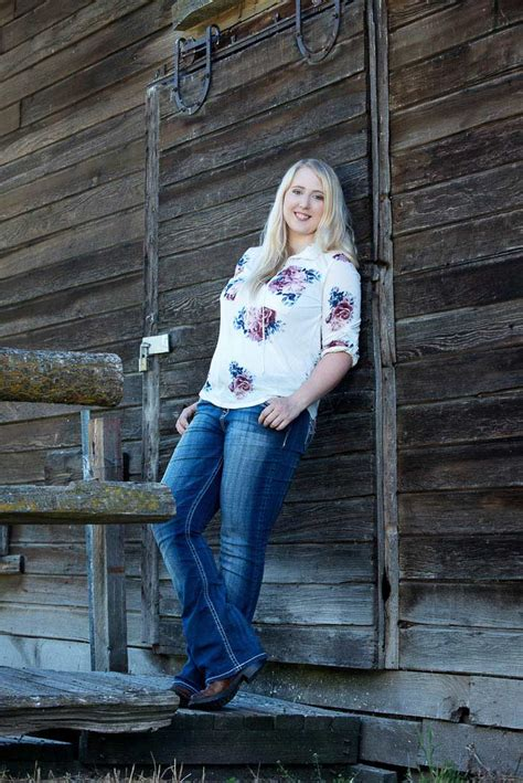 Hannah's Country Girl Senior Picture | Photonuvo