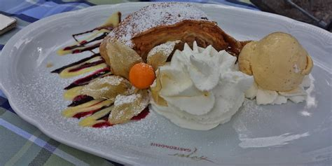 National Apple Strudel Day | Holiday | Checkiday